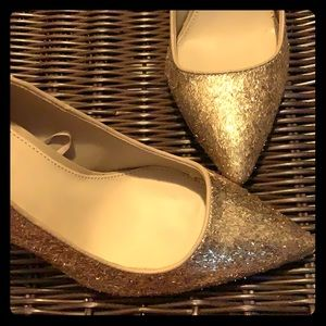 Super sparkly gold pointy toe heels 👠